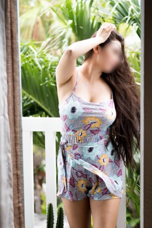 Nessy lollipop outcall escort Lake Forest, IL