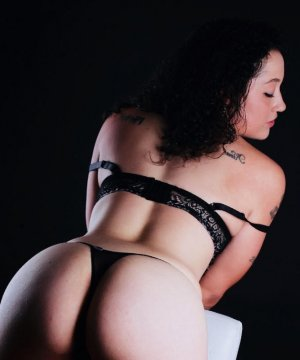 Clarinda black outcall escort in Munster, IN