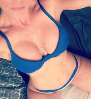 Fouzia lollipop incall escort Lake Forest, IL