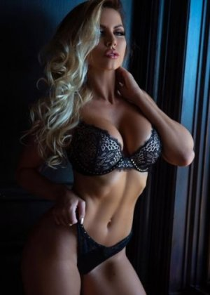 Isahora vip escorts in Riverdale