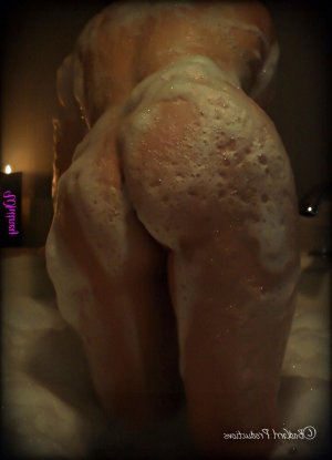 Charazed tgirl call girl Saint-Jean-sur-Richelieu, QC